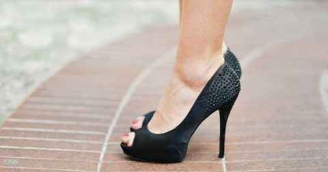 5 Ways To Reduce Heel Pain From Wearing High Heels